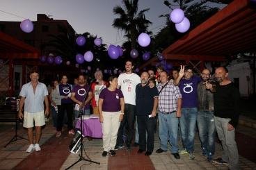 alberto garcia, marta, julio concepcion, ciruculos y simpatizantes podemos, acto de campaña en las galletas, arona. foto de sol del sur 2