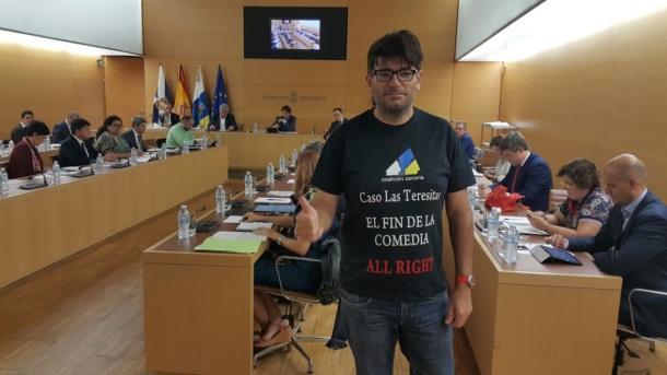 camisa protesta julio concepcion contra corrupcion las teresitas, condena zerolo, pleno cabildo tenerife mayo 2017