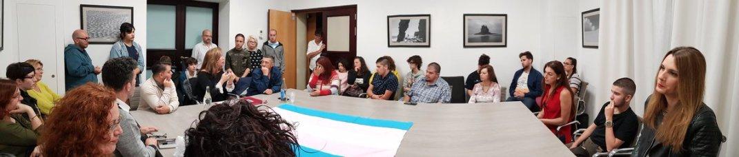 encuentro activista mar cambrolle, familias y menores trans, con grupo insular podemos tenerife cabildo marzo 2018)