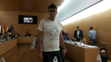 foto julio concepcion, no privatizacion casinos tenerife (pleno cabildo tenerife, 2015)
