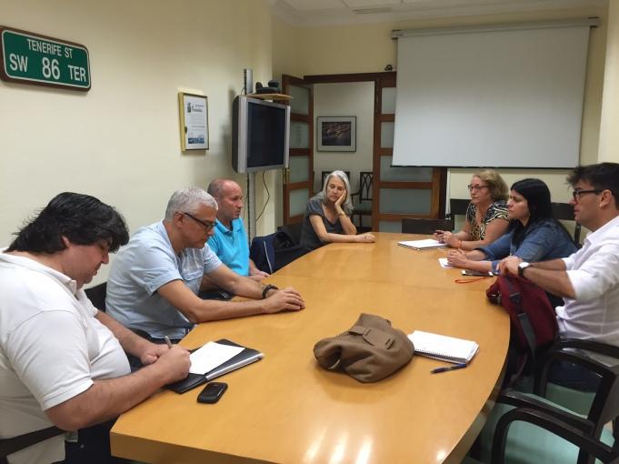 reunion podemos cabildo y colectivos vecinales y sanitarios