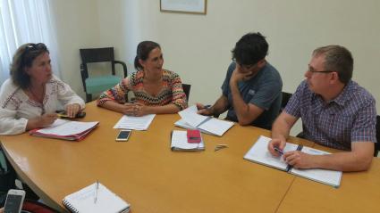 reunion podemos y directora insular vivienda, marta arocha (junio 2017)