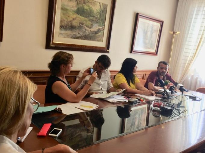 rueda de prensa grupo insular podemos y representante antidesahucios granadilla (israel ojel) en cabildo tenerife (julio 2017),