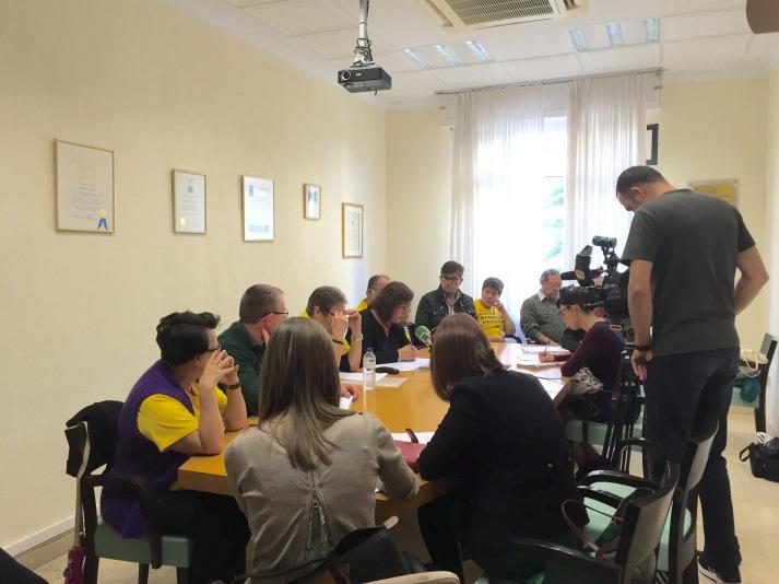 rueda de prensa grupo podemos cabildo tenerife y plataforma en defensa pensiones publicas tenerife